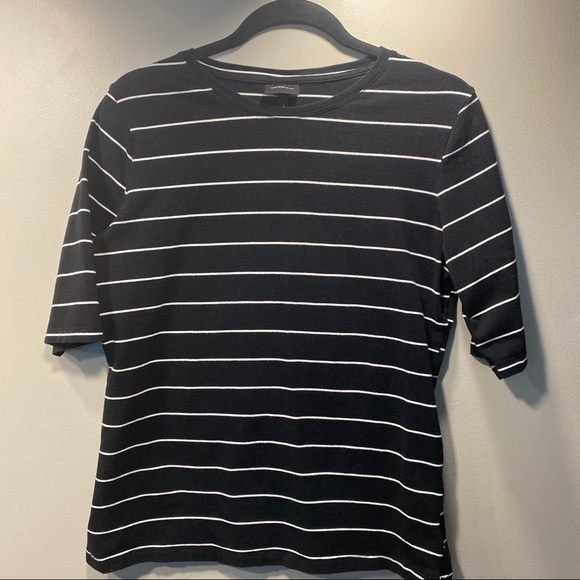 SOLDWho What WearBlack/white Stripe Elbow Sleeve T